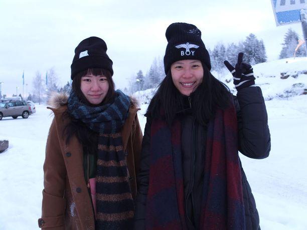 Revontulia emme nähneet, mutta kaikki muu on ollut ihanaa, kuvaa Taiwanista Rovaniemelle matkannut Hsu Chen-Hsuan (oikealla). Vierellä Wang Hsing-Ling.