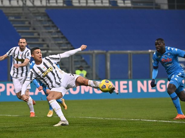 Cristiano Ronaldo nousi kaikkien aikojen maalikuninkaaksi keskiviikkona Italian Supercupissa viimeistelemällään osumalla.