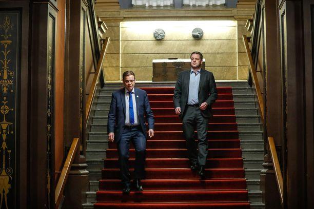 Pormestarit Lauri Lyly (vas.) ja Jan Vapaavuori muodostavat sote-uudistuksen suunnasta kamppailtaessa vahvan sinipunakaksikon. Lylyllä on läheiset suhteet SDP:n puoluejohtoon. Vapaavuorella puolestaan on vaikutusvaltainen asema kokoomuksessa.
