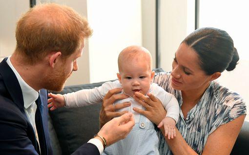 Archie viettää toukokuista syntymäpäiväänsä Kanadassa – lomailee kuningattaren kutsusta Britanniassa vasta kesällä