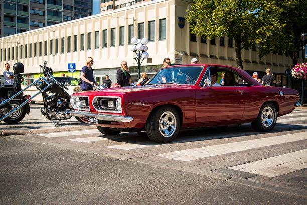 """Plymouth Barracudan notchback-korimalli on kaunis. 5-aukkoiset """"slot""""-vanteet vievät ajatukset 70-luvulle."""