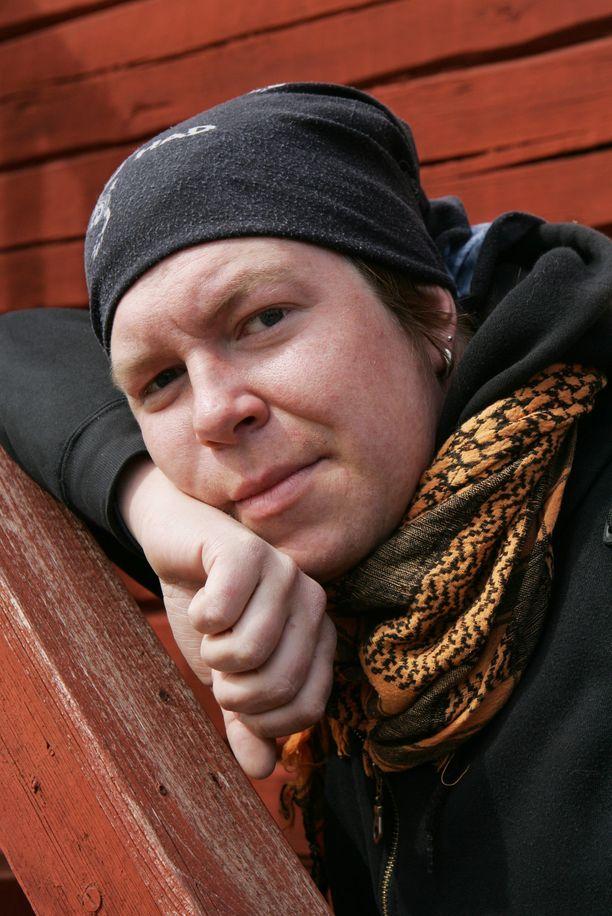 Jani Wickholm tuli Idols-kisassa kakkoseksi vuonna 2004. Kisan voitti Hanna Pakarinen.