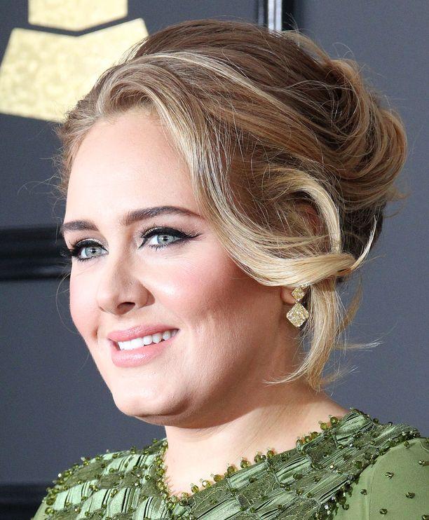 Adele tunnetaan lukuisista hiteistään.