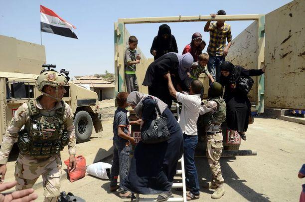 Irakilaisia pakolaisia saapui Länsi-Mosuliin.