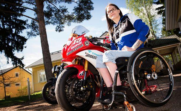 Ulla Kulju on äiti, insinööri ja ratamoottoripyöräilyn maailmanmestari.