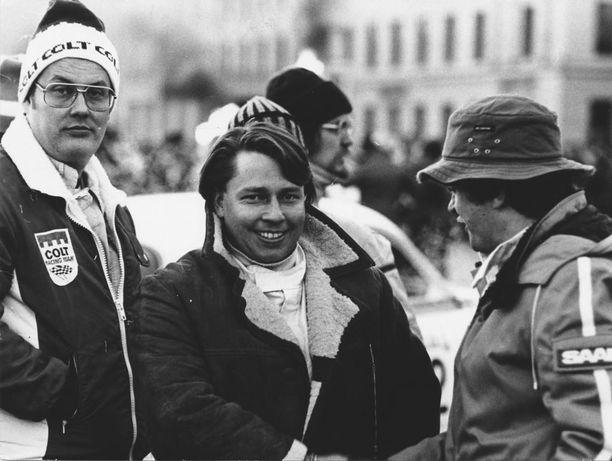 Leo Kinnunen (kesk.) hallitsi erilaiset ajopelit.