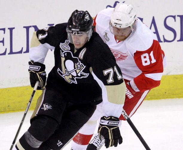 Penguinsin Jevgeni Malkin (vas.) ja Red Wingsin Marian Hossa (oik.) ovat hyviä ehdokkaita voittomaalin tekijäksi.