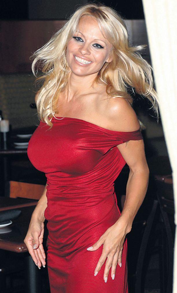 Pamela Anderson hävisi pokerissa sievoisen summan.