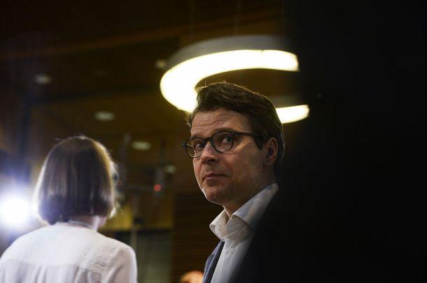 Ville Niinistön (vihr) mukaan kokoomus on kiusannut häntä somessa.