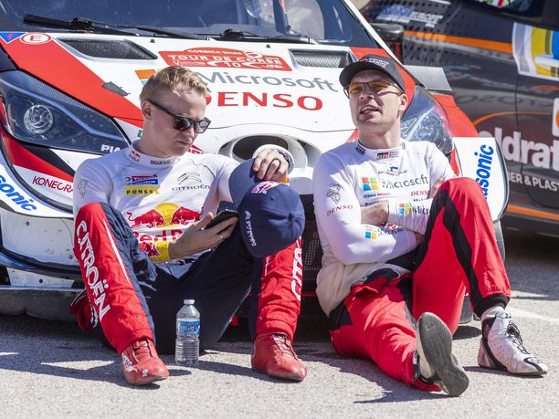 Toyotalla ajava Jari-Matti Latvala (oikealla) ei ole pysynyt alkukaudella tallikavereidensa Ott Tänakin ja Kris Meeken vauhdissa. Esapekka Lappi (vasemmalla) siirtyi viime kauden päätteeksi Toyotalta Citroënille, jossa hän ajaa kuusinkertaisen maailmanmestarin Sébastien Ogierin tallikaverina.