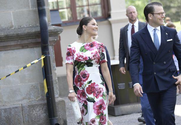Victoria ja Daniel juhlivat koko päivän Ruotsin kansallispäivää.