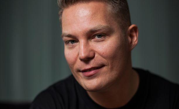 Jare Tiihonen on useasti kiitellyt veljeään kaikesta tuesta.