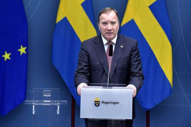 Stefan Löfven ei ole saanut ministereitään noudattamaan koronarajoituksia.