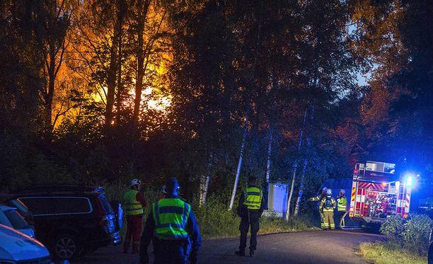 Kotkan Popinniemessä sijaitseva omakotitalo tuhoutui tulipalossa täysin.