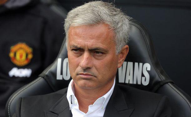 José Mourinhon ilmeestä ei pysty lukemaan Manchester Unitedin 4-0-voittoa.