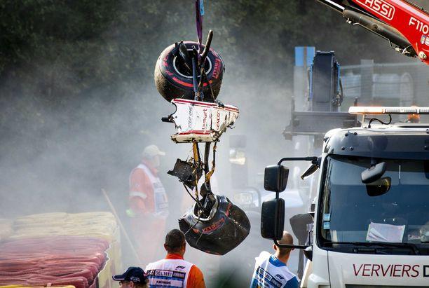 Juan Manuel Correan Sauber tuhoutui kolarissa.
