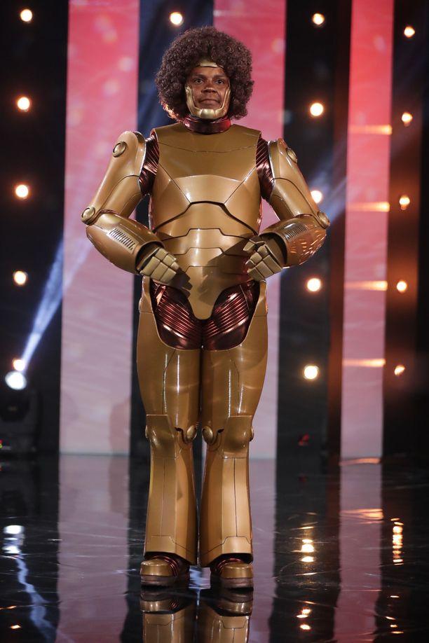 Lawsonin sketsihahmo on Afrobotti naurattaa Putouksessa robottimaisella tyylillään.