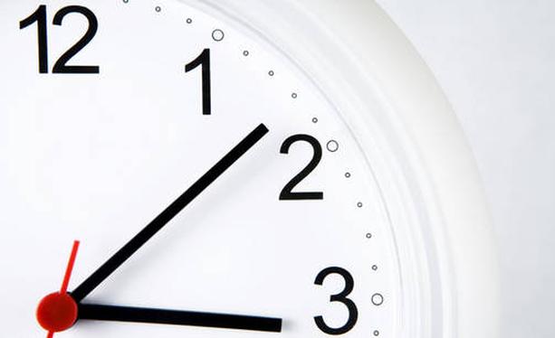 Kelloa siirretään sunnuntaiyönä tunti eteenpäin.