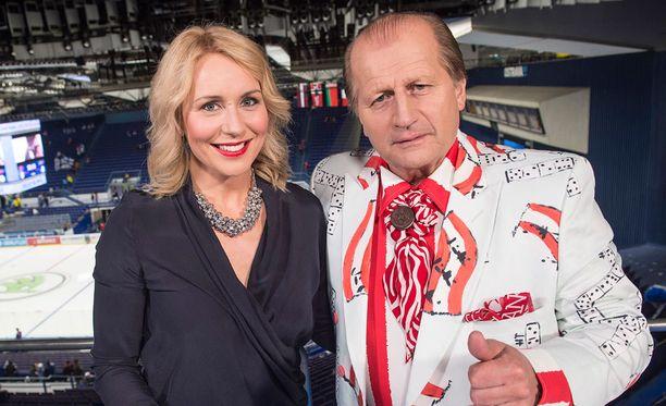 Kommentaattori Juhani Tamminen ja toimittaja Mervi Kallio ovat työparina Ostravassa.