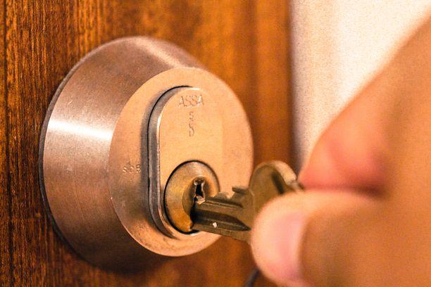 Monet matkailijat suosivat hotellien sijasta kotiasumista, ja vuokraavat lomalleen huoneiston vaikkapa Airbnb:n kautta.