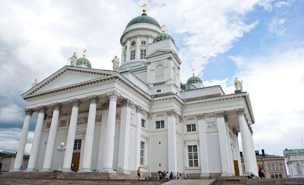 Suomessa 56 prosenttia väestöstä mieltää itsensä uskovaiseksi. Tutkimuksessa ei otettu kantaa, mihin uskontokuntaan uskovaiset kuuluvat. Kuvassa Helsingin tuomiokirkko.