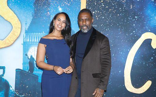 """Maailman seksikkäimmäksi mieheksi valittu Idris Elba uskoo selättäneensä koronan: """"Pahin on takana"""""""