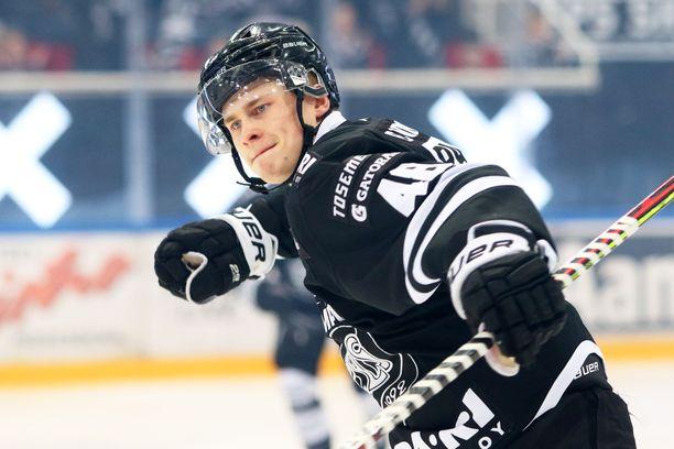 Lauri Pajuniemi on tällä hetkellä SM-liigan maalipörssin kakkosena.