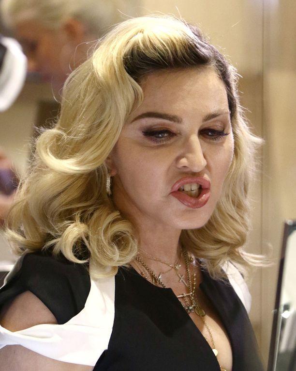 Käsittelemättömissä kuvissa Madonnan kasvot eivät ole yhtä sileät kuin tuoreissa Instagram-otoksissa.