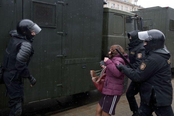 Valko-Venäjällä otettiin kiinni kymmeniä lailliseen mielenosoitukseen osallistuneita kansalaisia.