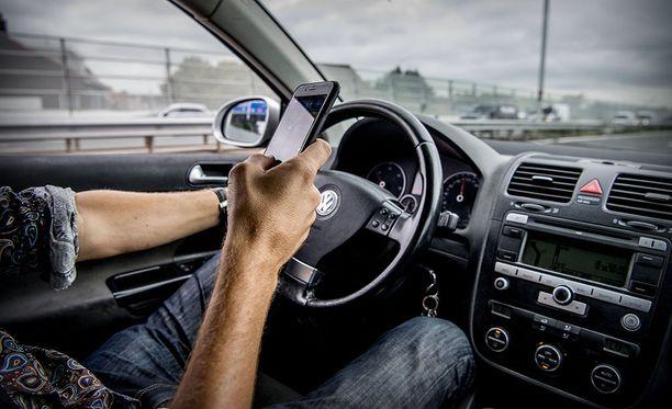 Mikäli lakialoite menee läpi, puhelinta käyttävä kuljettaja voi saada jopa elinkautisen, jos hän aiheuttaa autoa ajessaan kuoleman.