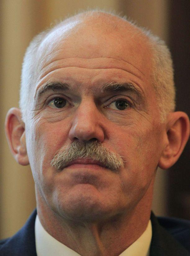Kreikan pääministeri George Papandreou ilmoitti maanantaina, että maassa järjestetään kansanäänestys eurosopimuksesta.