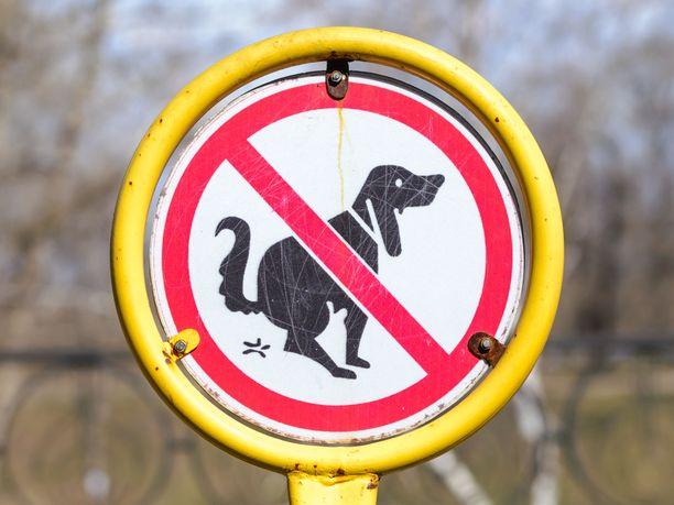 Koirankakkaa ei sovi jättää lojumaan.