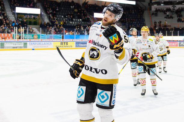 Jani Hakanpää iski kaksi maalia Hakametsässä.