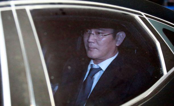 Lee Jae-yong matkasi odottamaan vangitsemismääräystä torstaina.