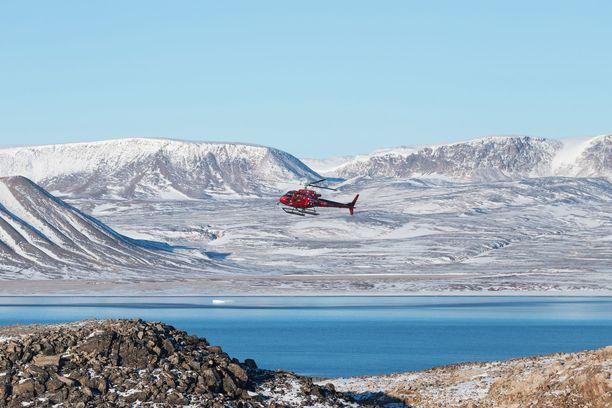 Ittoqqortoormiit Guesthouseen tuodaan vieraita helikopterilla.