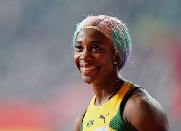 Shelly-Ann Fraser-Pryce ei antanut muille mahdollisuuksia sadan metrin finaalissa.