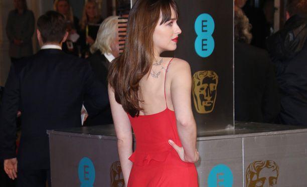 Dakota Johnsonin peppu korvattiin sijaisnäyttelijällä tatuoinnin takia.