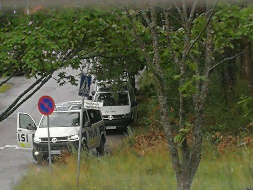 Vantaan Hakunilassa liikkui poliiseja raskaasti varustautuneina sunnuntaina 6. elokuuta.