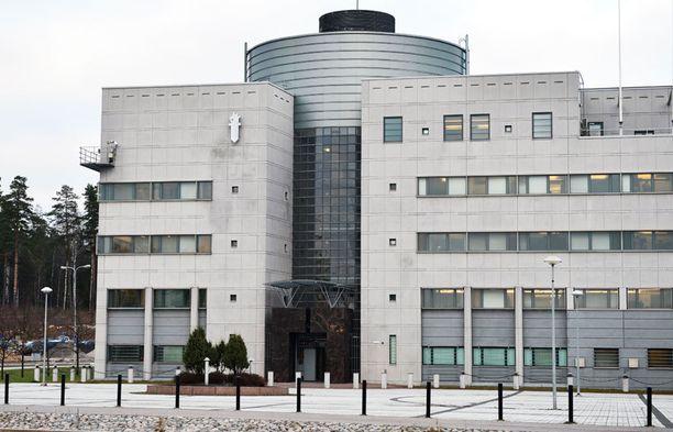 Keskusrikospoliisi epäilee neljää Kuopion huumepoliisia virkarikoksista vyyhdissä, johon KRP on sekaantunut itsekin.