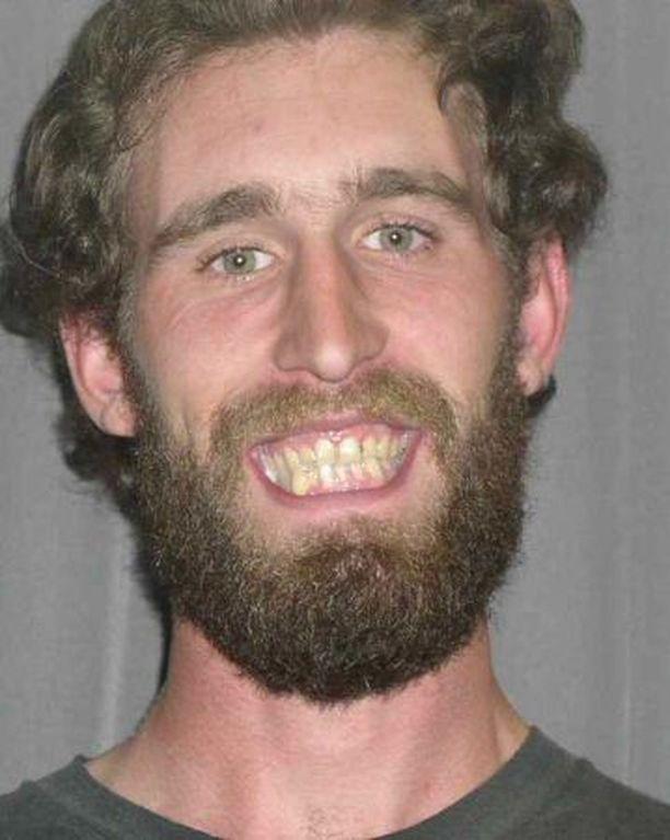 Christopher Erin Rogers Junior tappoi kaksi haavoitti kolmea aseinaan viidakkoveitsi ja revolveri.