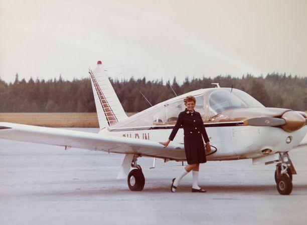 Vuonna 1969 Orvokki Kuortti sai oman lentokoneen. Kuvassa näkyvää Piper Cherokee Arrow'ta voi ihailla ilmailumuseossa Vantaalla.