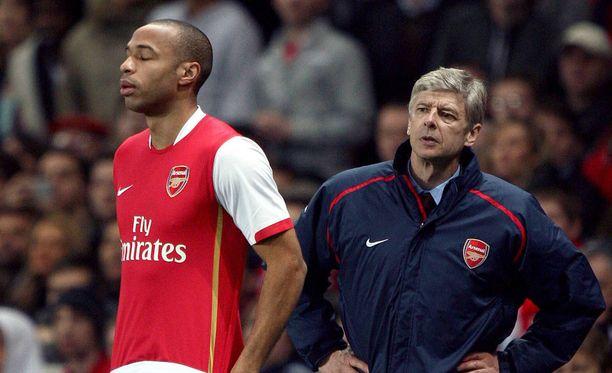 Thierry Henryn (vasemmalla) palvelukset eivät kelvanneet Arsene Wengerille.