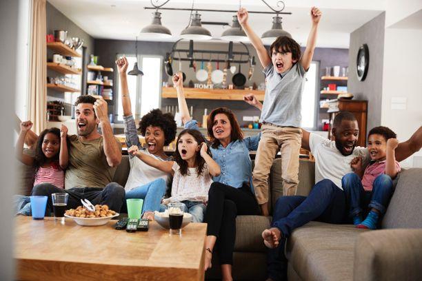 Matseja on kivempi jännittää, kun kotoa löytyy tuliterä televisio.