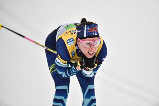 Kerttu Niskanen hiihti Falunissa pohjeluu murtuneena.