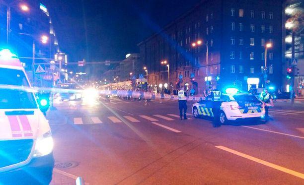 Tallinnan poliisi on luvannut tiedottaa kassin sisällöstä mahdollisesti vielä sunnuntain kuluessa.