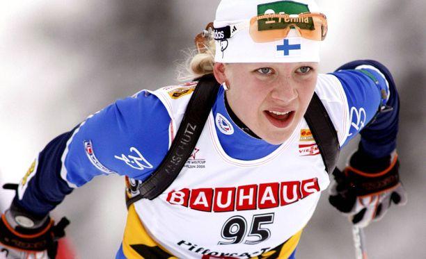 Kaisa Mäkäräinen on uransa aikana saavuttanut peräti 76 palkintopallipaikkaa maailmancupissa. Kuva vuodelta 2005, jolloin suomalaisen ura cupissa kunnolla alkoi.