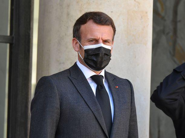 Ranskan presidentti Emmanul Macron korvaa eliittikoulun uudella opinahjolla.