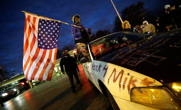 Fergusoniin on kerääntynyt isoja väkijoukkoja.