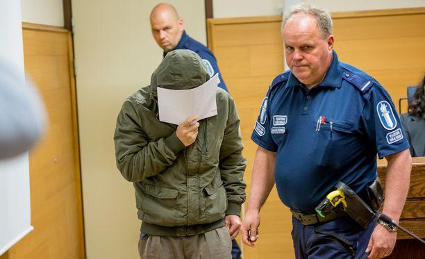 Satakunnan käräjäoikeudessa käynnistyi tänään oikeudenkäynti porilaisen lenkkeilijätytön kuolemasta.