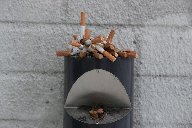 Tupakoinnin verotusta aiotaan kiristää entisestään.